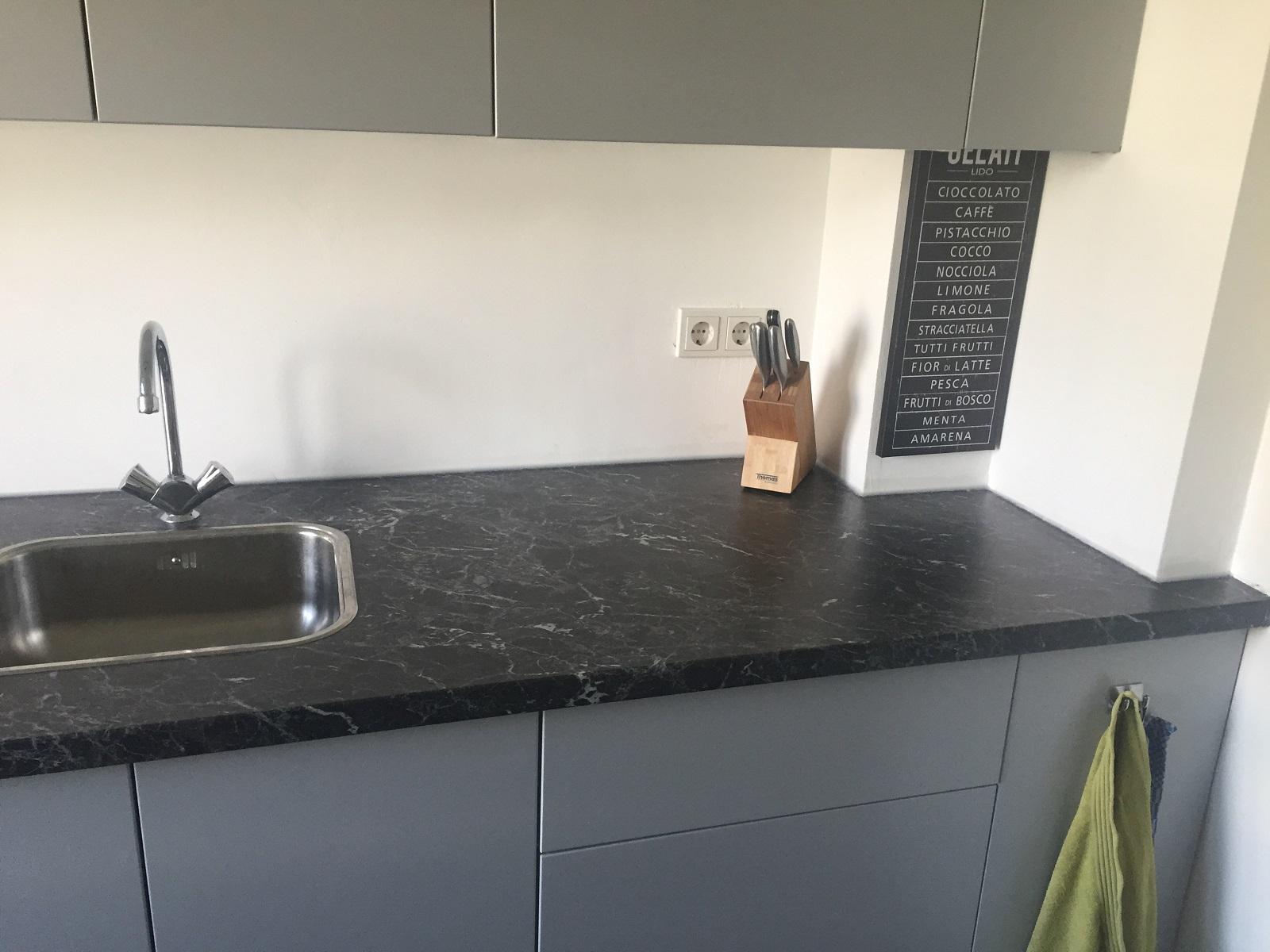 Marmer Zwart Keuken : Luxe klassieke keuken met marmeren spoelbakken van boven keukens